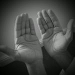 raising hands in salah