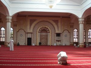 Is it permissible to perform Salah behind a Ghayr Muqallid Imam?‏