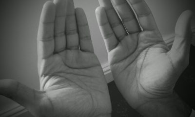 For which supplications should the hands be raised ?